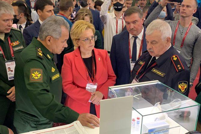 Министр обороны Российской Федерации Сергей Шойгу посетил экспозицию ФМБА России на Международном военно-техническом форуме «Армия 2021»